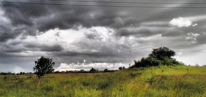 ザンビア Africa School sky 空